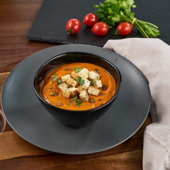 Supă cremă de ardei roșu și crutoane